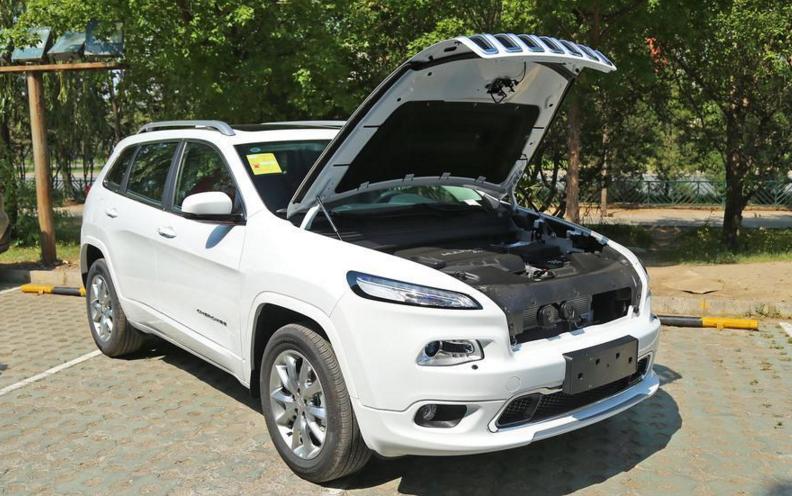 【广汽菲克jeep自由光最低报价 国产自由光怎么样】自由光把排量门槛高清图片