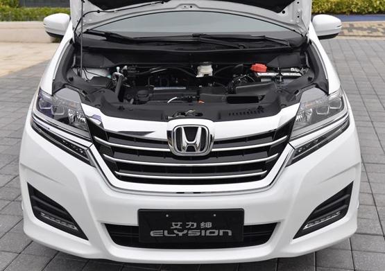 动力方面:新车全系搭载2.4L自然吸气发动机,最大功率137kW/6400rpm,峰值扭矩243Nm/3900rpm。与之搭配的是CVT无极变速箱,据公布油耗显示,综合工况为7.6L-7.9L/100km。购车电话:18911929569 董倩