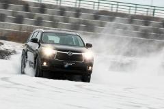 丰田汉兰达冰雪试驾 大块头也能很灵活