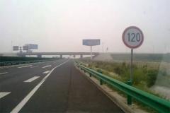 高速公路限速120km/h,原来是为了保命啊!
