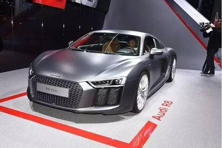 奥迪R8 V10新车型上市 相比在售款降了38万