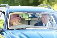 """英国女王女王有多爱""""开车""""?"""