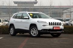 Jeep自由光2.4L专业版上市 售24.98万