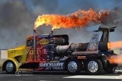 国外竟然造出会喷火的大卡车 会玩儿