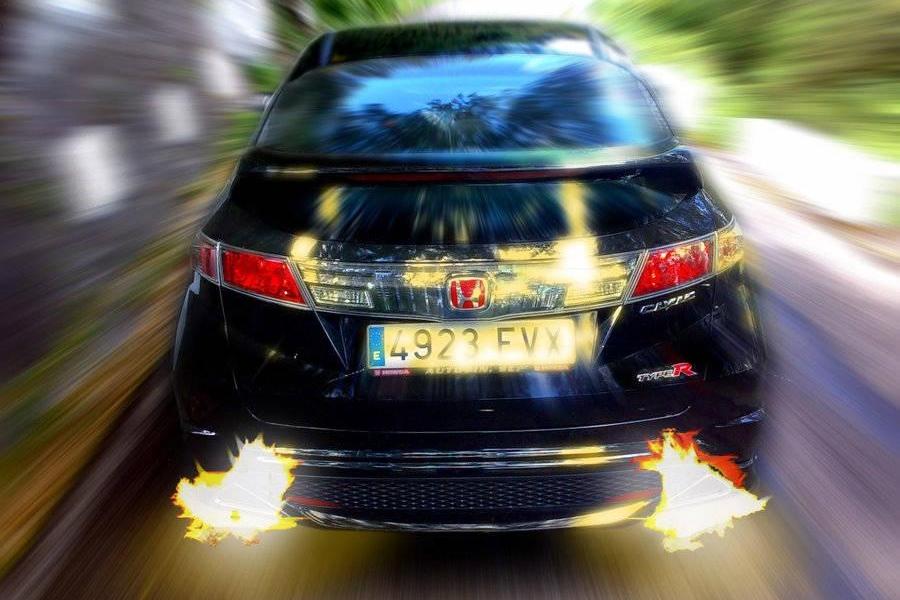 超级跑车总是在喷火,背后的原因居然是这个!