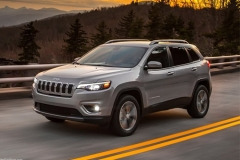 Jeep新款自由光官图 增牧马人同款2.0T发动机
