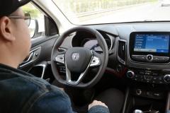 体验长安汽车自动驾驶技术 解放了双手