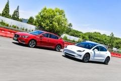 名爵6新能源对特斯拉Model 3 中美网红对爵