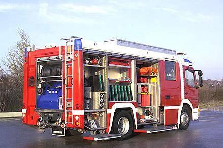 保时捷卡宴当消防车,这灭火的速度也是没谁了!