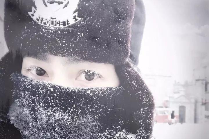 大雪纷飞 无悔苍穹