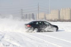 雪后开车,这些保养及行车技巧一定要会