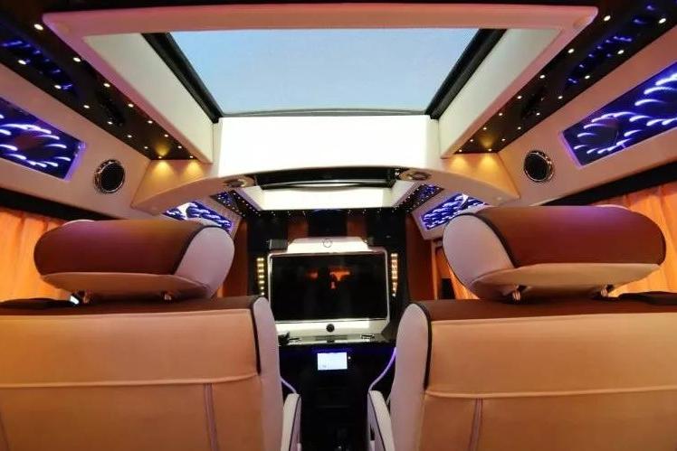 近几年企业老板们的新宠儿!奔驰威霆礼遇版豪华七座MPV!