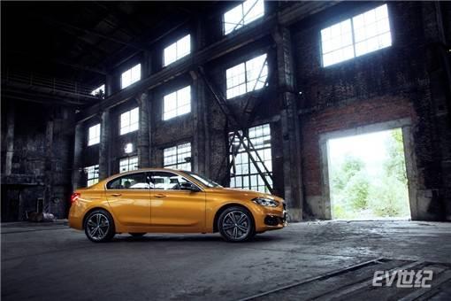 "BMW 1系运动轿车荣膺""2018年度安全车""殊荣"