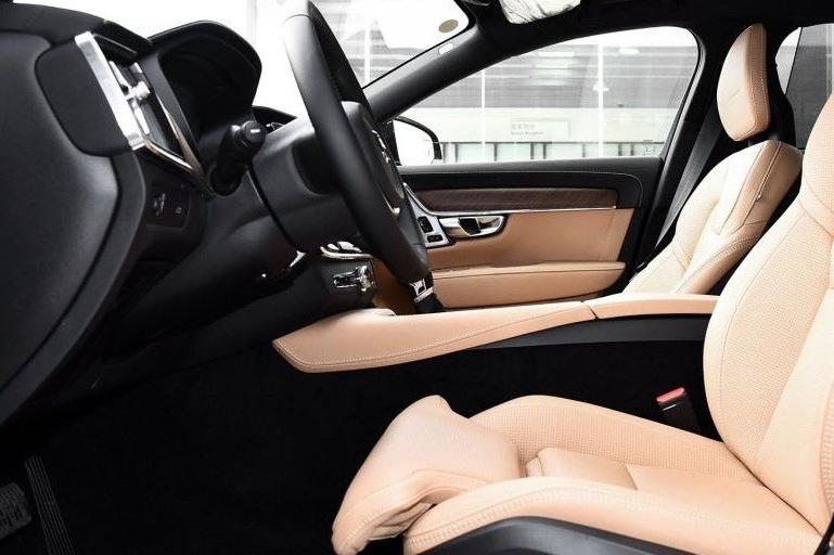 奔驰v级分分钟秒杀丰田埃尔法,价格仅售90万