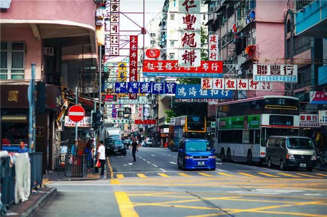 我在香港街头数了100辆车 却只看到1辆大众