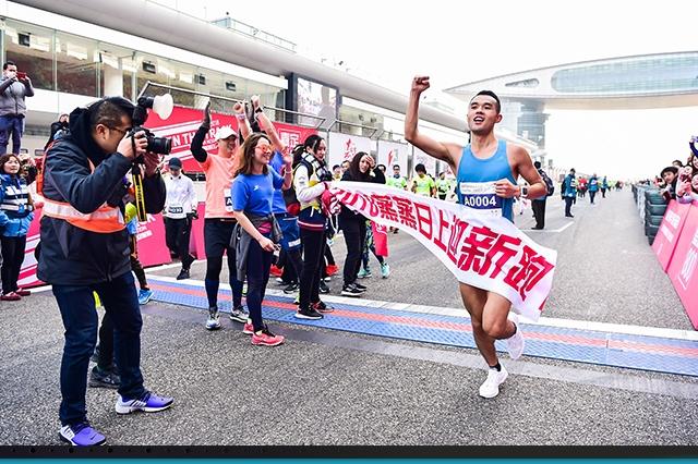 当F1赛道遇上马拉松,近万名跑友新年开赛
