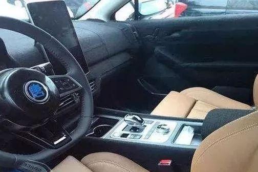 超大尺寸中控屏支持90度旋转,横竖都能放!这是什么车?