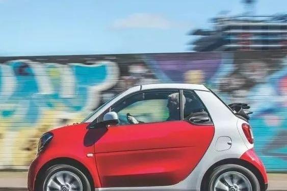 都说奔驰smart空间小不实用,为什么还是那么多人的心头好?