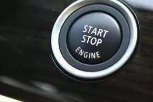 有车的人快看!这种插车钥匙习惯很多人都有,太伤车了!