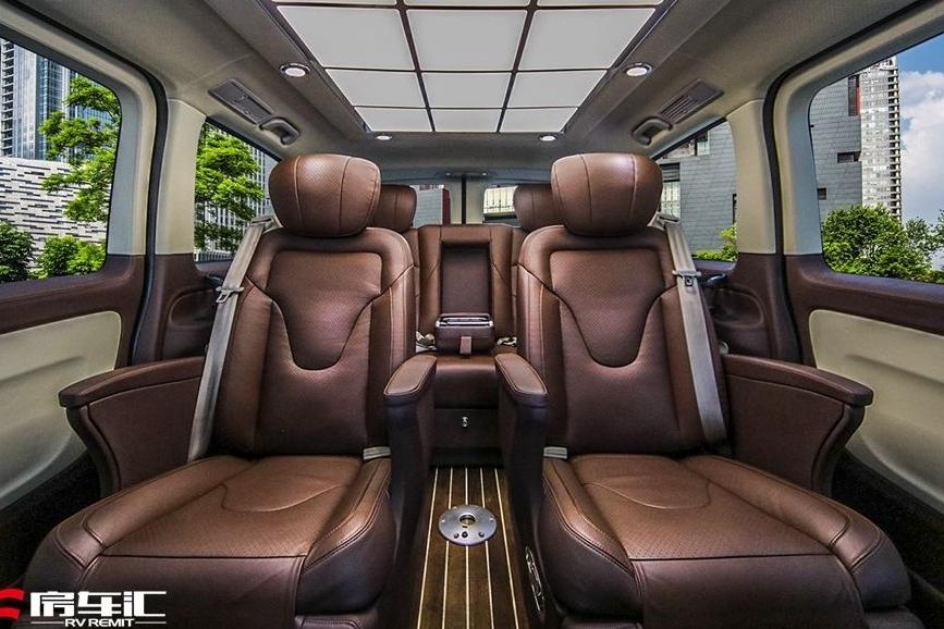 这车不仅有特斯拉的大屏,更有超大空间、吸顶电视颠覆MPV舒适体验