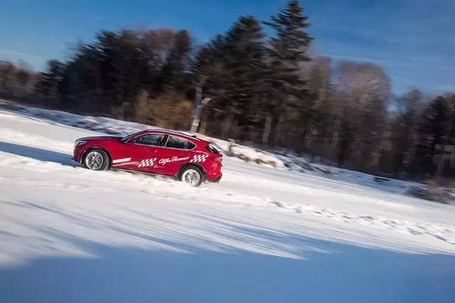 冰天雪地开车撒欢?竟跟我想的完全不一样!