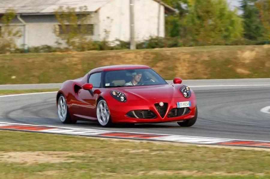 阿尔法罗密欧6C跑车搭载V6引擎,竞争捷豹F-Type,保时捷也要当心了
