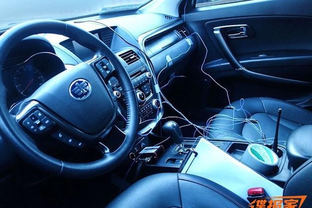 奔腾X80 EV内饰谍照曝光 沿用老款设计