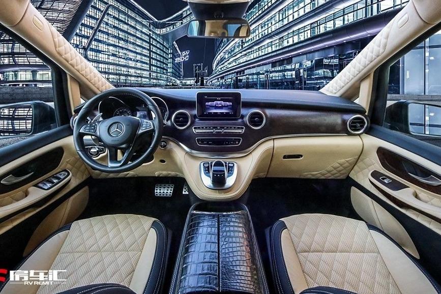 性能之王巴博斯,竟然定制出一款如此奢华的奔驰V级商务车