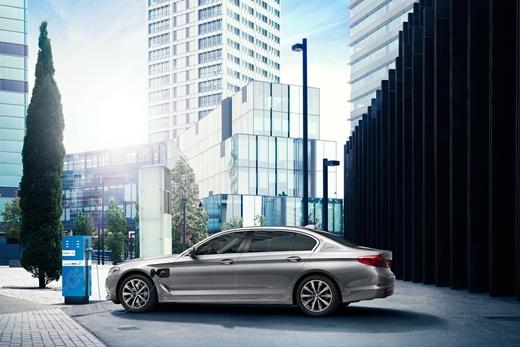 BMW5系插电式混动登