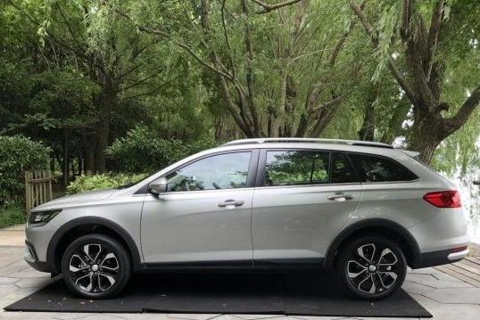 1/4价格买奥迪A4 allroad  天津一汽跨界旅行车骏派CX65上市 6.89万元起售