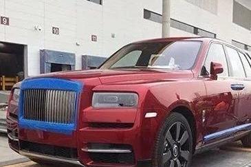 劳斯莱斯SUV刚上市就有人提车,加价400万,车主:不就是钱