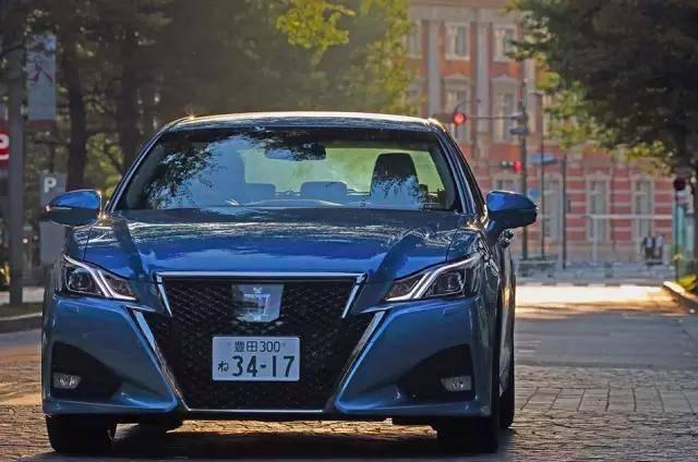 日本本土版皇冠好大气,瞬间觉得国内版好寒酸,怪不得卖不好了