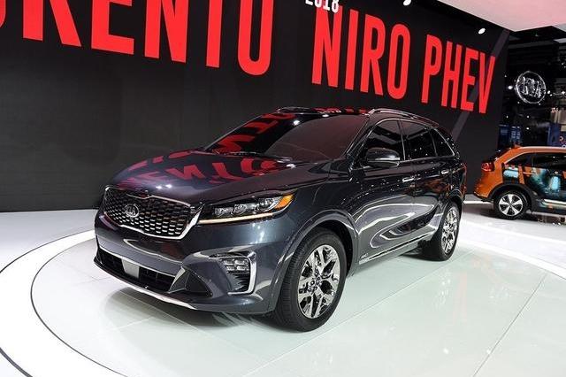 别再迷恋汉兰达,这中型SUV纯进口,23万就能买到四驱版,划算