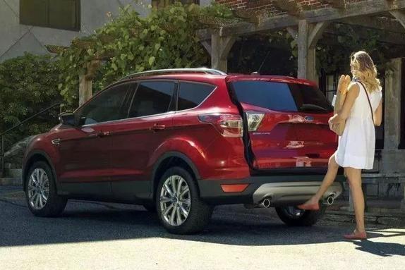 15万左右,这些SUV都搭载了感应电动尾门!