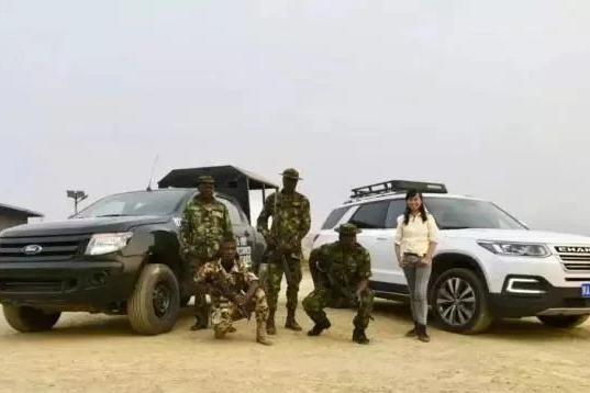 女孩独自驾车横跨亚欧非,遭3次砸车和非洲警察夜宿荒野  ∣  该去 · 游