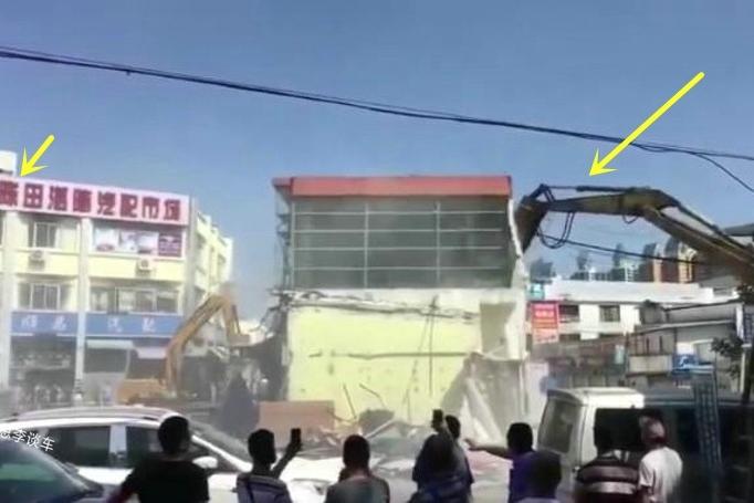挖掘机一响,很多人举起手机,陈田村拆迁,神奇的汽配城将成历史