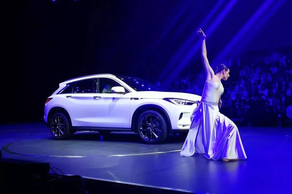 英菲尼迪新一代QX50上市暗怼本田,33.98万起售并宣称买发动机送车