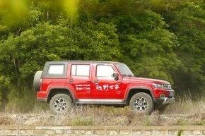 试驾硬派越野北京BJ40 PLUS,顶配不到20万内饰堪比奔驰!