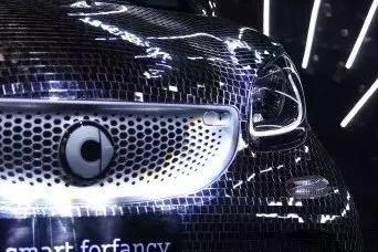吴亦凡站台庆生会,smart推三款20周年限量版车型