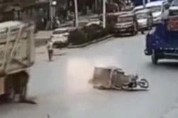 老人闯红灯被撞身亡 家属暴打司机:你让我一家 人咋过