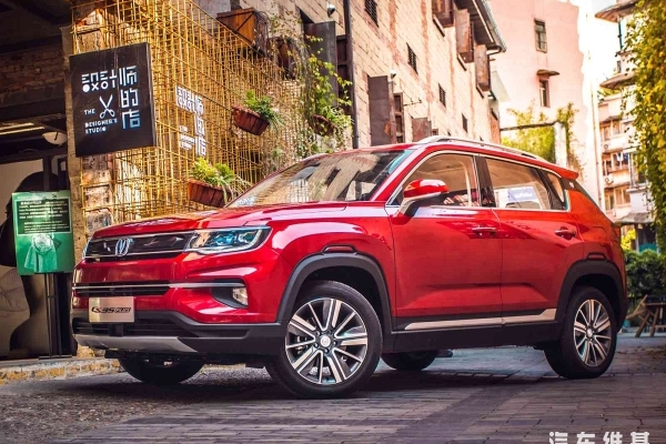 """6.99万元起售,""""会社交的SUV""""长安CS35 PLUS正式上市"""
