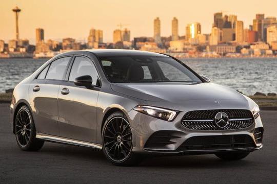 路咖与车:想开上奔驰全新A级轿车 代价还是有点大了
