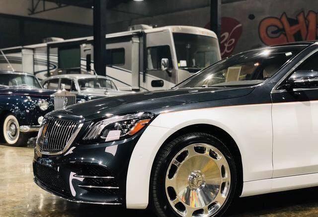 近6米长的迈巴赫,经典双色车身极大气,比劳斯莱斯还要卖得贵!