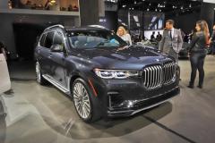宝马X7旗舰SUV首发亮相 奔驰GLS增强劲对手