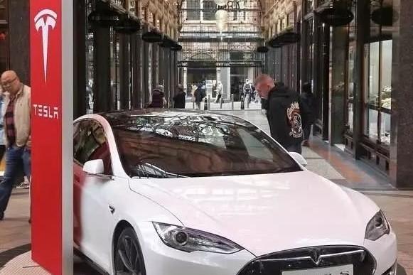 销量下滑,被造车新势力围剿,特斯拉终于屈服了:全系大降价!