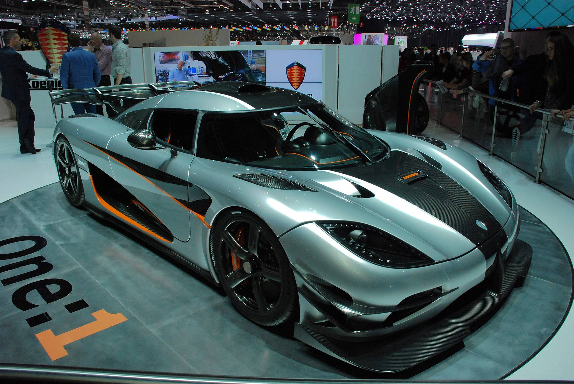 盘点五个顶级世界豪车品牌,迈巴赫上榜,第二款买得起修不起