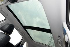 标配全景天窗的进口中型SUV降至22万,为何月销仅3辆