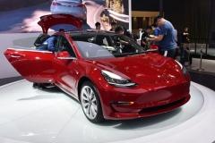 特斯拉Model 3开放预订 49.9万元起/续航590公里