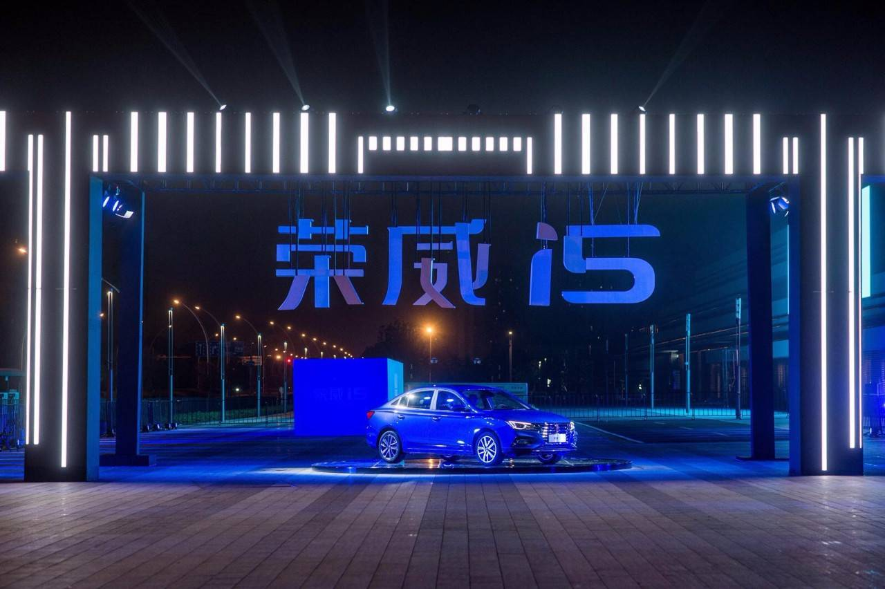 青出于蓝1VS3,好开省油配置高,开荣威i5回家比A级三强更有面儿