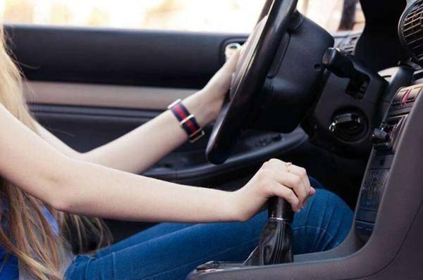 车上有这么多种换挡方式,你都开过几个?最后一个不简单!